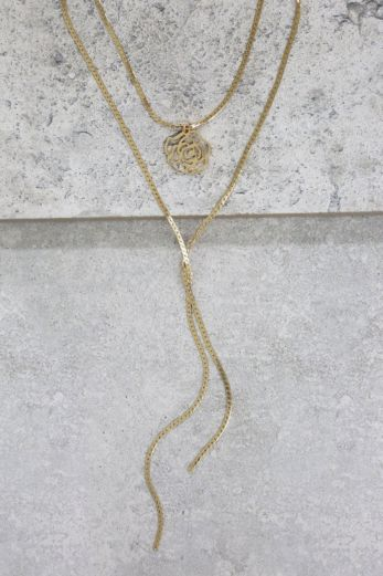 Flower Pendant With Chain Necklace In Gold